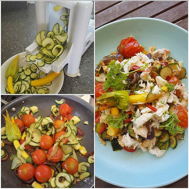 A low-carb, wheat-free recipe for crab pasta using spiralized courgettes instead of spaghetti.  Spiralize the courgettes. Then saute in coconut oil or olive oil some onion, garlic, chopped red chillies, adding salt and pepper until soft and translucent. Then finally add the spiralized courgettes, courgette flowers, and crab meat. This only needs cooking quickly as you dont want it to go too soft or mushy. Finish off with some parsley. A quick and easy low csrb and protein healthy meal!