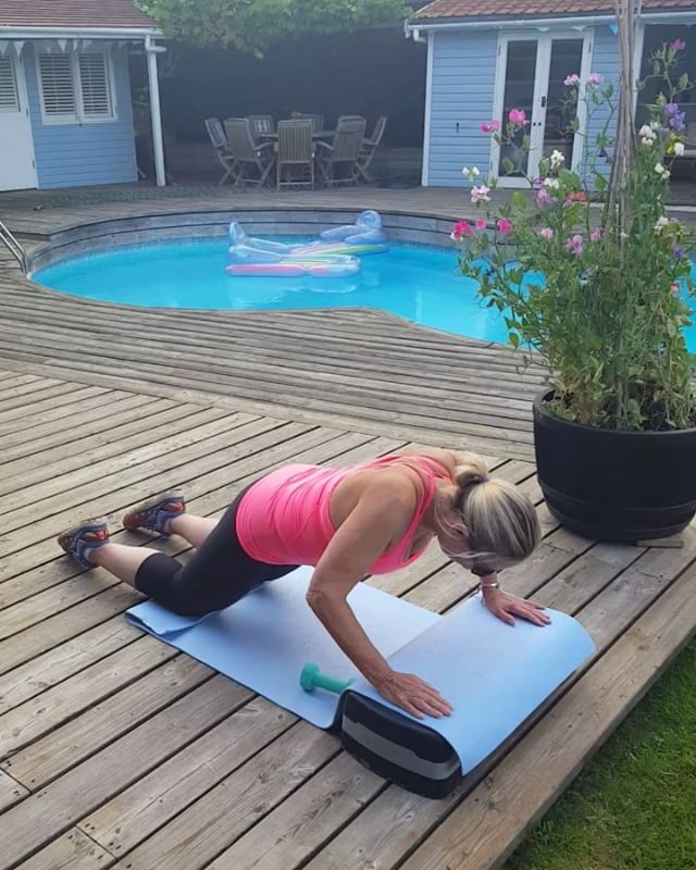Alternate half press ups  Using lightweights for additional workout for surrounding shoulder girdle muscles strengthening. Holding core, keeping back and head aligned and hips still. All round body workout