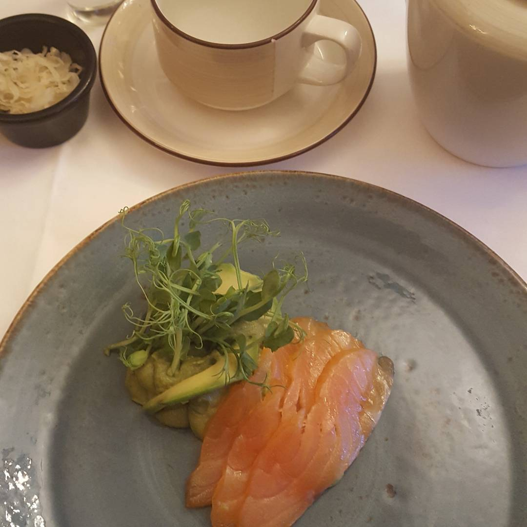 A regime morning @grayshottspa .  Breaking the 5:2 fast with breakfast of spiced cured salmon with avocado and butter bean houmous ( no coffee)! Yummy and super healthy with omega 3 and good fats.  A swim in the indoor pool, a plunge in the very cold but invigorating icy plunge pool after a steam room. All fitted in befire a 16 minute  hydrotherapy bath with Epsom salts which are great for magnesium, detoxification and relaxation.  Lunch is a buternut, chilli and lime soup followed by cold salmon with green baby pea shoots, a walnut dip and a designer swoosh of pureed beetroot. Accompanied with a rainbow mix of vegetables for vits ACE and zinc with their health giving benefits as antioxidants.  Of course digestive bitters and sauerkraut to start to get those digestive juices working for good gut health and a few soaked mixed nuts (and some olives) for their good fats.  So as you can see a Grayshott regime is by no means a starvation diet and there is still a 2 course dinner later after a pilates class.  No grains, no sugar, no milk,  but simply protein, healthy fats,  vegetables,, fibre, nuts and fermented foods all helping the body to become its optimum best with a healthy functioning gut.