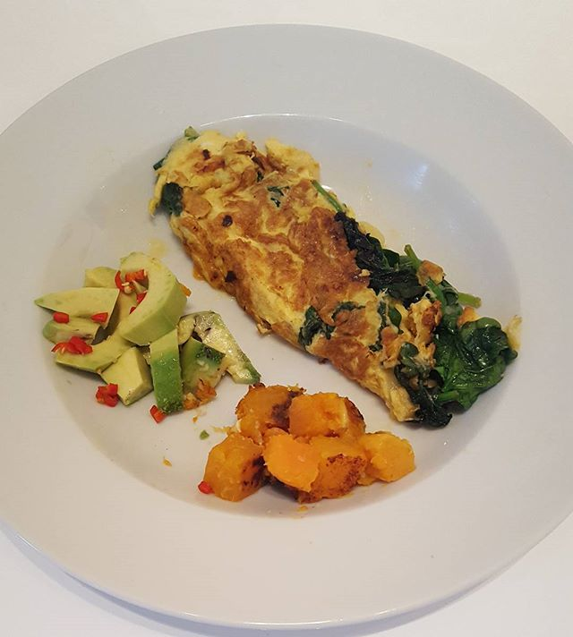 Breakfast yesterday was at midday 16 hours after bone broth supper.  An organic 2 egg omelette cooked in organic butter with spinach, unpasteurised gruyere cheese and squash/sweet potatoes and avocado with chilli.  Low carb and protein.