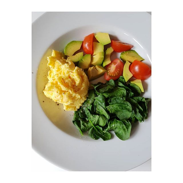 Another protein and low carb breakfast idea.  Scrambled eggs with spinach, avocado and tomatoes. You could leave a 12 hours interval before you eat your breakfast,  after your last meal the eve before.  This gives your digestion a chance to rest. 16-18 hours is an optimum gap if you're on a weight loss journey. On 2 consecutive days for the best result.  Spinach, avocado and tomatoes are all good slow release carbs eaten together with the protein of the eggs.  Tomatoes contain the antioxidant lycopene which has been linked to many health benefits including reduced risk of heart disease and cancer. They also contain Vit C and Vit K. . . . . .