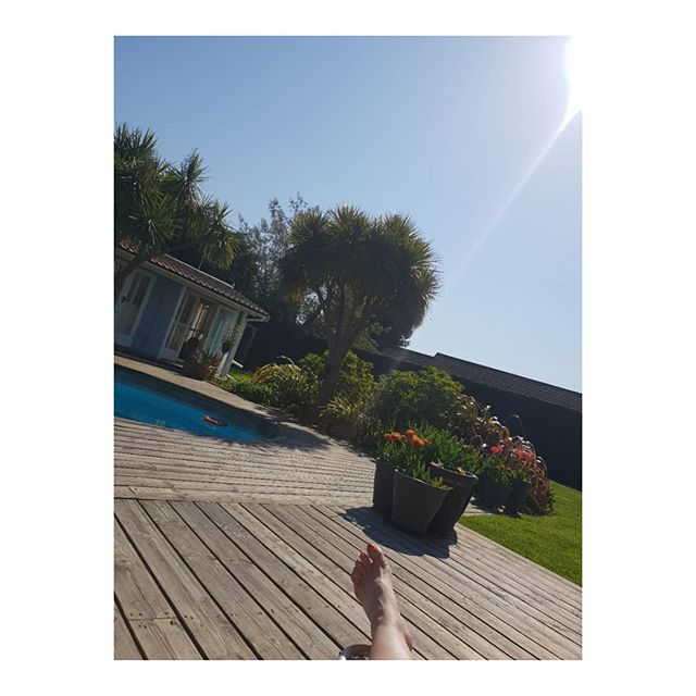 Finally a chance to relax in the sun by the pool.  In the Isle of Wight, UK.  It's important to find time for yourself- even 5 minutes- however busy you are with your work, your family, your chores, your day to day life.  If you don't look after you who else is going to? .