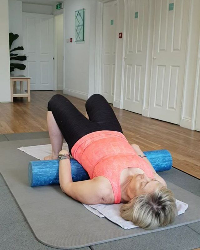 Hip flexor stretch.  Today's physio pilates rehab exercise. Simple and so effective. Sometimes when getting back to full strength less can be more. A few repetitions correctly executed before your muscles tire again can be more efficient than loads of repetitions incorrectly done. . . . . . with thanks to @theliftingphysio @bh_beyondhealth