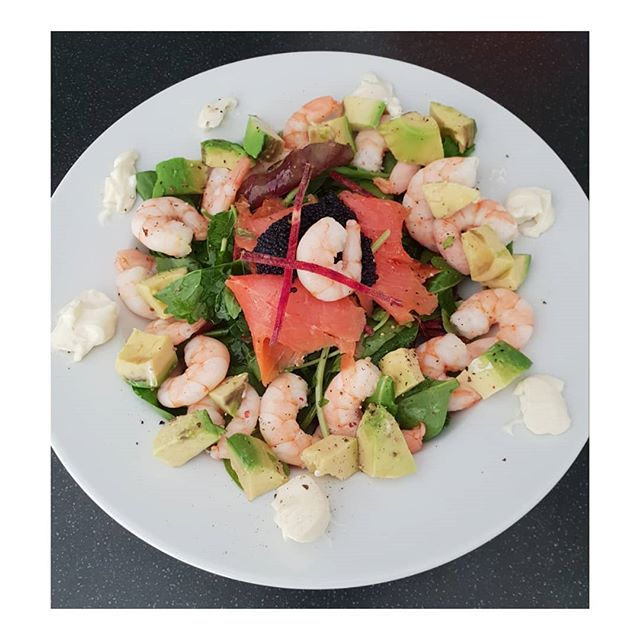 Simple quick healthy lunch.  Prawns, avocado, smoked salmon, fake caviar, mixed leaf salad with grated beetroot and a few blobs of mayonnaise or creme fraiche. Simple healthy with protein carbs and Omega 3. . . . . .
