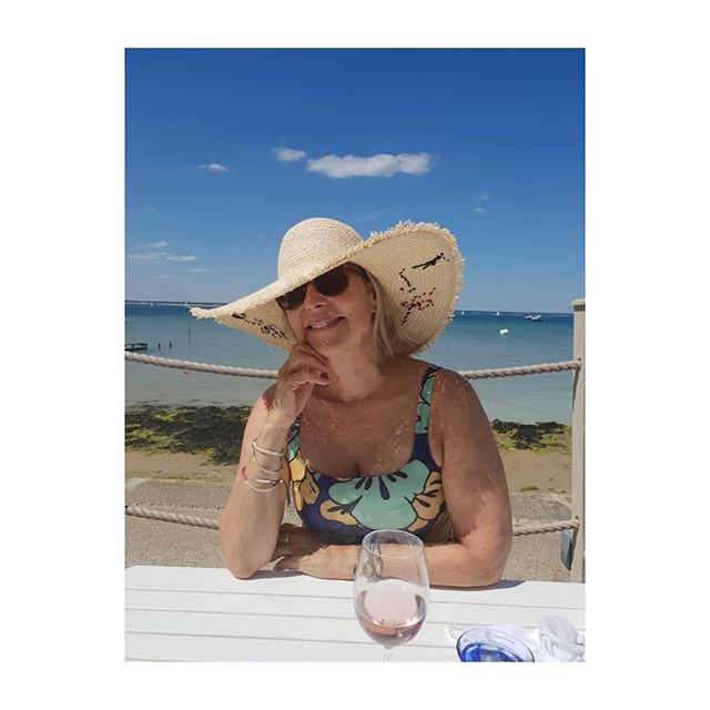 At lunch yesterday at The Hut Colwell Bay, isle of Wight.  Sunhats necessary  Hat from Oliver Bonas, dress Zara. Wine Pino Grigio Blush. . . . . .