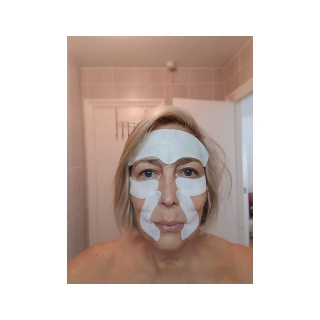 Getting ready for a black tie ball.  Trying out a skyn ICELAND hydro cool firming face gel mask with extensin and peptides.  We will see how it works!  Feels cool and tingly-must be doing something. It's a leave on for 10 mins and peel off mask...... . . . . #