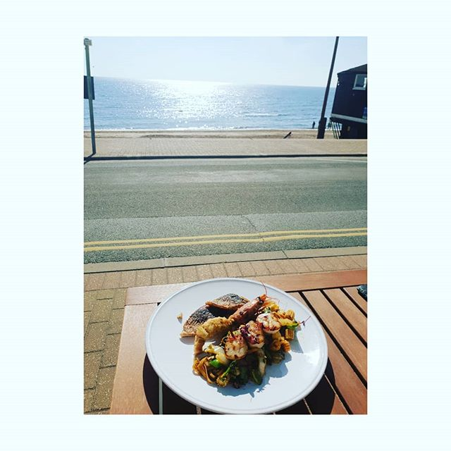 Sun, sea and seafood. . The last day of an Indian Summer with lunch by the sea with a healthy but delicious Asian fusion mix of scallop, seabass and tempura prawn on a bed of vegetables, noodles and peanuts. . It's so easy to eat healthily when it's presented beautifully and tastes delcious. Its all about the flavours. . Even when you are cooking at home, however simple or basic the recipe or meal, if you take a bit of extra care and time to make it look appetising on the plate, you will feel more satisfied on a smaller portion. You will crave less of the unhealthy sugary carb laden foods which give high/low spikes to your blood sugar and energy levels. . . . . .